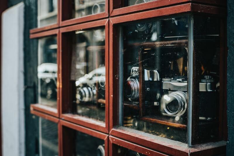 棚の中のカメラ